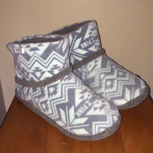 New Victoria's Secret PINK Aztec Slipper Booties